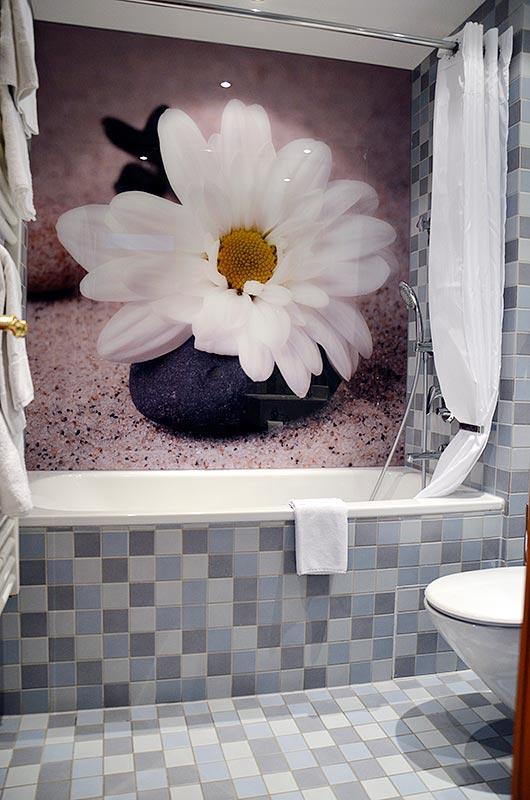 Hotel Schwer, Rastatt – ESG-Glas in einem Hotelbadezimmer (nachher)